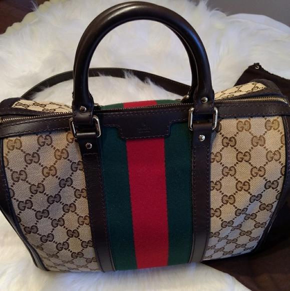 ebb6bd2ea683 Gucci Handbags - Model  Vintage Web Boston Bag GG Canvas Medium
